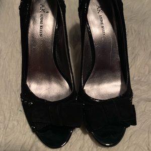 Anne Klein black leather/suede pumps